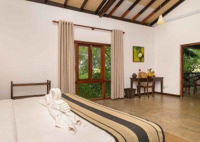 Roman-Lake-Zimmer-Balapitiya-Sri-Lanka-Srilankareisen-6
